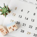 カレンダーと小さい家